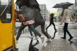 Regenfotografie - Pfützenspringerinnen